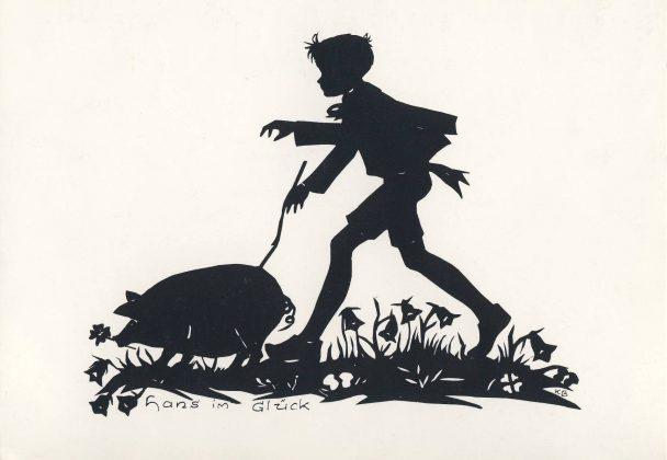 """VorderseiteDie Postkarte zeigt einen Scherenschnitt von Käte Bunnemann, der eine Szene aus dem Märchen """"Hans im Glück"""" darstellt. Der Scherenschnitt ist mittig mit der Bild-unterschrift """"hans im Glück"""" abgedruckt. Er zeigt Hans, ein junges Schwein vor sich hertreibend, das er zuvor für seine Kuh eingetauscht hat. Zunächst unter dem Titel """"Hans Wohlgemut"""" von F. A. E. Wernicke verfasst und 1818 in der Zeitschrift """"Wünschelruthe"""" erschienen, wurde die Geschichte von den Brüdern Grimm stilistisch verfeinert und in der Zweitausgabe der """"Kinder- und Hausmärchen"""" (1819) als Nummer 83 veröffentlicht. Die Rückseite der Karte ist durch zwei kurze Striche, oben und unten, in zwei Hälften geteilt. Die linke Seite ist für den Text, die Rechte allein durch eine dünne Linie für Postleitzahl und Ort gekennzeichnet, für das Adressfeld vorgesehen. Links oben stehen noch einmal die Angaben zu der Abbildung: """"Hans im Glück, Scherenschnitt von Käte Bunnemann - Bad Pyrmont"""". Links unten ist der Verlag angegeben: """"© Verlag Rainer Schönbach, 31812 Bad Pyrmont, Motiv geschützt - Nachdruck verboten - 2000"""" sowie das Logo des Verlages und die Angabe KB 8."""